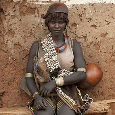 Africa |  People.  Hamer woman - Ethiopia.  Photo by Eric Lafforgue