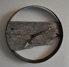 Déco originale pour le mur de votre salon avec une pièce de bois vintage                                                                                                                                                     Plus