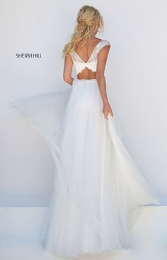 Sherri Hill dresses are designer gowns for television and film stars. Find out why her prom dresses and couture dresses are the choice of young Hollywood. Ivory Prom Dresses, Cute Prom Dresses, Designer Prom Dresses, Long Prom Gowns, Ball Dresses, Nice Dresses, Wedding Dress Suit, Wedding Dresses, Prom Dress Couture