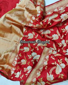 For purchases email me at shagunfrombanaras@gmail.com or what's app me on +919389902966 🙏😊 We ship WORLDWIDE. Banarsi Saree, Saree Border, Us Shipping, Indian Weddings, Alexander Mcqueen Scarf, Brides, Hand Weaving, Classy, App