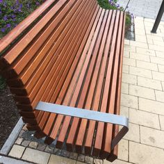 Holzbank Mit Moderner Form