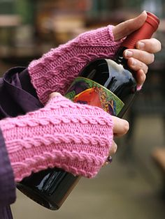 Knitting-Baby Cables Fingerless Gloves (free pattern) aran