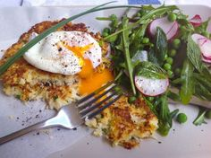 Light and tasty cauliflower fritters go perfectly with oozy soft poached egg and a fresh spring salad of radish, pea and mint. Tasty Cauliflower, Cauliflower Fritters, Mint Salad, Pea Salad, Good Food, Yummy Food, Spring Salad, Seafood Dishes