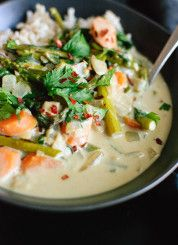 ~~Thai Green Curry with Spring Vegetables | This healthy, vegetarian Thai green curry features fresh asparagus, carrots and spinach! It's full of flavor and simple enough for weeknight dinners | Cookie & Kate~~
