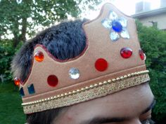 king's crown for dress-up box. Think this might modify to become a Wonder Woman head piece also.