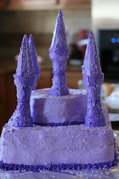 Castle cake with edible towers Frozen Party, Frozen Birthday, Girl Birthday, Birthday Parties, Birthday Ideas, Bolo Frozen, Buttercream Decorating, Cake Decorating Tips, Retirement Cakes