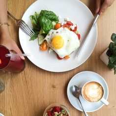 Breakfast at our Hemsley + Hemsley Cafe at Selfridges! Sunny side up eggs on carrot and quinoa toast with mashed avocado, feta and tomatoes. Healthy Dishes, Good Healthy Recipes, Healthy Eats, Food Dishes, Vegetarian Recipes, Paleo Meals, Paleo Food, Health Breakfast, Breakfast Ideas