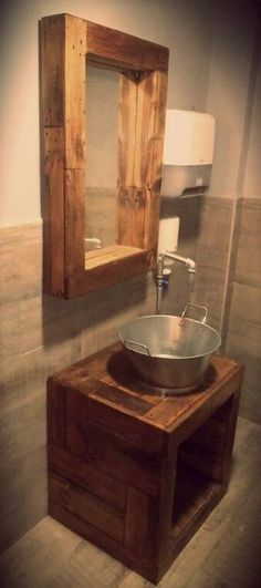 trendy ideas for bathroom rustic industrial cabinets Primitive Bathrooms, Rustic Bathrooms, Bathroom Vintage, Lavabo Vintage, Vintage Cabinet, Vintage Sink, Home Interior, Cheap Home Decor, Home Remodeling