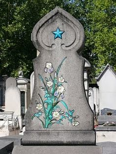 A rather unusual but beautiful design from Pere Lachaise cemetery in Paris.Note to anyone organising MY time to go......i like this,but would it kill you to do it in pink ?