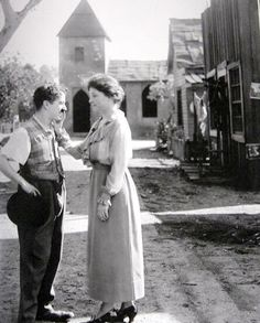 Helen Keller with Charlie Chaplin who asked her if she likes him, about 1919.
