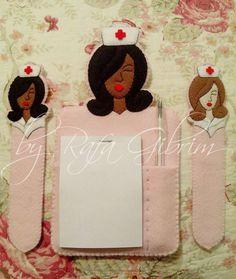 https://flic.kr/p/mV6kLP | Porta bloco de anotações e marca página - Enfermeira | Enfermeiras prontinhas!! Porta bloco de anotações e marca-página. Encomendado por Zibiane - São Paulo/SP
