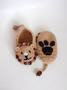 Sie Hausschuhe Kleinkind Crochet lion booties, house shoes-Crochet Baby Booties-for Baby or Toddler-Crochet Baby Lion Booties-Children crochet boy slippers-animal Crochet Lion, Crochet Amigurumi, Crochet Animals, Boy Crochet, Crochet Baby Clothes, Crochet Baby Shoes, Crochet For Boys, Booties Crochet, Crochet Slippers
