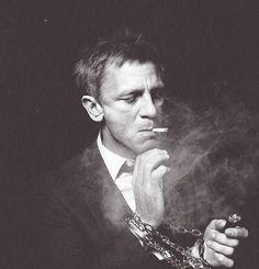 A rather non-Bondian Daniel Craig. Chain smoking?