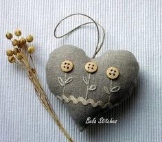 button flowers and embroidery on heart Sewing Crafts, Sewing Projects, Fabric Hearts, Heart Crafts, Button Flowers, Diy Flowers, Wool Applique, Button Crafts, Felt Hearts