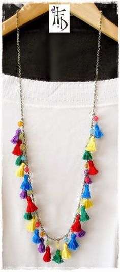BOHO TASSEL. Collar con pequeñas borlas / Necklace with small tassels