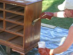 Stripping furniture with chemical paint stripper. Diy Garden Furniture, Furniture Projects, Furniture Makeover, Furniture Design, Diy Projects, House Projects, Painted Furniture, Stripping Furniture, Hardwood Furniture