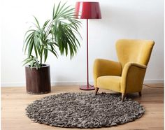 grey-brown-living-room-with-carpet-yellow-chair-plant-lamp-design-room-sukhi.jpg (1200×950)