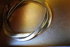 Mod vintage 80s light gold tone metal double  twisted