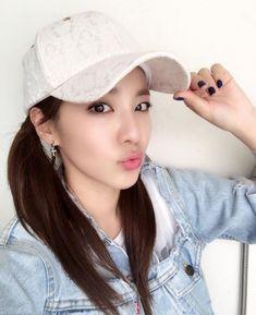 Kpop Girl Groups, Kpop Girls, Sandara 2ne1, Sandara Park Fashion, Dating Quotes Just Started, Chaelin Lee, 2ne1 Dara, Japan Girl, Press Photo