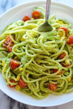 "Avocado Pasta - Damn Delicious See on Scoop.it - coffee and food junkies ""Avocado Pasta - The easiest, most unbelievably creamy avocado pasta. And it'll be on your dinner table in just 20 min! Vegetarian Pasta Recipes, Vegan Pasta, Vegan Recipes, Cooking Recipes, Quinoa Pasta, Cooking Time, Pasta Salad, Easy Recipes, Dinner Recipes"