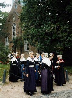 2000 Trachten vor der Nienstedtener Kirche (Hamburg) #Hamburg #Blankenese
