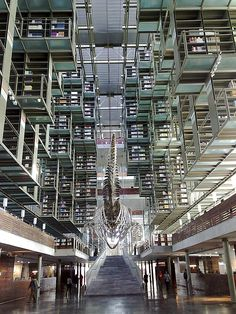 José Vasconcelos Library in México City, Mexico The 25 Most Beautiful Public Libraries in the World – Flavorwire World Library, City Library, Photo Library, Public Library Design, Modern Library, Library Architecture, Beautiful Library, Home Libraries, Public Libraries