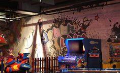 DUVAR KAĞIDI İthal Amerikan desenli ya da desensiz duvar kağıdı üzerine dilediğiniz tasarımda yapılan görsel çalışmalarıdır. Genellikle mağaza içlerinde highlight duvarlarında ya da reyon duvarlarında kullanılmaktadır.  www.avrupajans.com