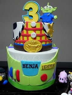 Toy Story cake think this will be the one! Toy Story 3, Toy Story Theme, Festa Toy Story, Toy Story Cakes, Toy Story Party, Toy Story Birthday, Edible Creations, Cake Creations, Pretty Cakes