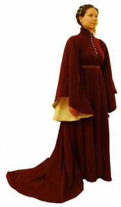 Sopravveste femminile databile tra l'ultimo decennio del XIV e il primo del XV secolo.pellanda italia