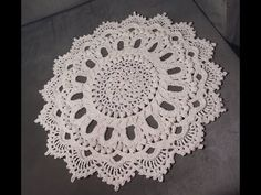 YouTube Crochet Mat, Crochet Wool, Crochet Doily Patterns, Crochet Borders, Crochet Mandala, Crochet Pillow, Thread Crochet, Filet Crochet, Crochet Designs