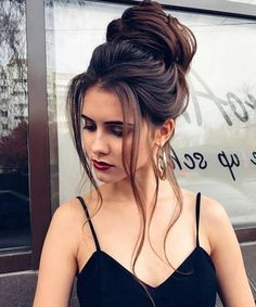 40 Homecoming Hairstyles for Long Hairstyles in Homecoming despite the fact that it is a formal occasion, you want to parade a chic homecoming haircut. Your hair updos do not need …, Long Hairstyles Latest Short Hairstyles, Long Face Hairstyles, Formal Hairstyles, Bun Hairstyles, Prom Hairstyles For Long Hair Curly, Hairstyle Short, Festival Stil, Short Hair Model, Brown Ombre Hair