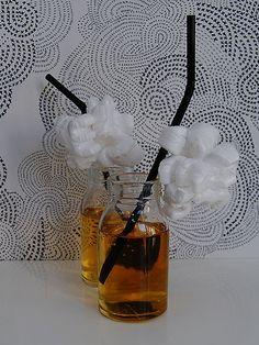 DIY- Popcorn koristeiset pillit - Pompom.fi • Juhlat on katettu Childrens Parties, Popcorn, Perfume Bottles, Party, Diy, Bricolage, Perfume Bottle, Parties, Do It Yourself
