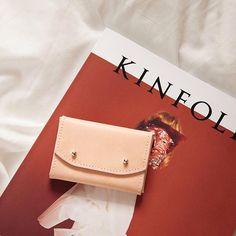 Un peu trop en amour avec ces couleurs-là.   - When the colors fit so perfectly #kinfolk #theslowlife #cardholder #wallet #genuineleather