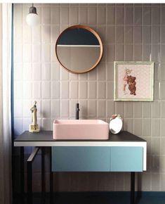 Une salle de bain rétro très 80's inspirée par Memphis