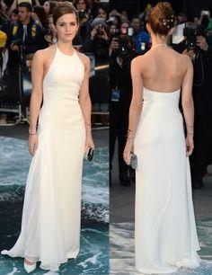 Emma Watson con vestido columna de escote halter con espalda al aire de Ralph Lauren Collection .