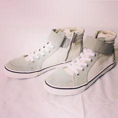 alleycompany.co.jp LOUNGE LIZARD HIGH-CUT SNEAKERs white  ラウンジリザードのスウェードxコーデュラのハイカットスニーカーが本日入荷色違いブラック  #loungelizard #ラウンジリザード #mood #alleycompany #alleyonlineshop #sneakers #sneaker #shoes #靴 #スニーカー #シューズ #highcut #ハイカットスニーカー #fashion #fashiongram #instafashion #instagood #instacool #instalike #fashionista #宇都宮 #通販サイト #栃木 #通販 #新作 #ファッション #メンズファッション #ファッションアイテム #r_fashion #スニーカー男子 #シューズ