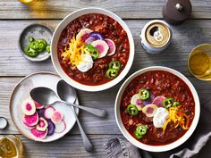 Our favorite big-batch recipes for easy meal prep include chili, lasagna, stews, chicken cutlets, and more. Beef Chili Recipe, Chili Recipes, Wine Recipes, Great Recipes, Cooking Recipes, Crowd Recipes, Beans Recipes, Potluck Recipes, Batch Cooking