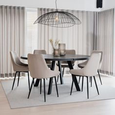 Style At Home, Wood Furniture, Outdoor Furniture Sets, Salon Shabby Chic, Dining Table Chairs, Home Fashion, Feng Shui, Home Kitchens, Modern Design