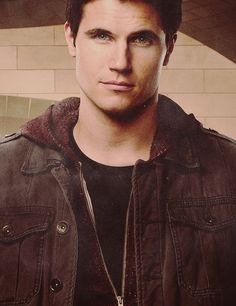 Robbie Amell as Dorian Havilliard from Throne of Glass by Sarah J Maas? Most Beautiful Man, Gorgeous Men, Robie Amell, Stephen Amell, Hot Actors, Attractive Men, The Duff, Good Looking Men, Celebrity Pictures