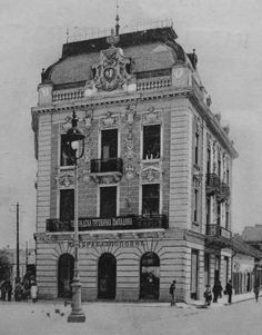 Слике старог Београда 1850-1960 | Photos of old Belgrade 1850-1960 Old Pictures, Old Photos, Baroque Decor, Ak 47, Serbian, Capital City, Art And Architecture, Old And New, Night Life