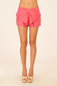 bow shorts, LOVE. they're sure trending but would you wear them to school? certainly not in the winter
