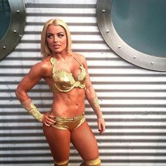 @mandysacs wants to show @wwe_embermoon what a #WWENXT Superstar looks like!