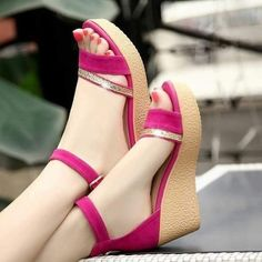 Wedges heels are comfortable and classy and are the most loved footwear by women in the genre of heels. Mode Rock, Stylish Sandals, Shoes Heels Wedges, Fashion Sandals, Pretty Shoes, Shoe Collection, Girls Shoes, Just In Case, Videos