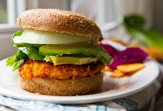 Easy Sweet Potato Veggie Burgers! With Avocado by healthyhappylife #Veggie #Burger #Sweet_Potato #healthyhappylife