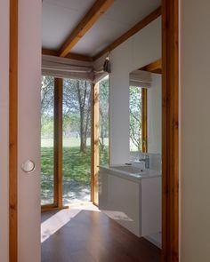 Mucha luz en cabana de Mucha Jacuzzi, Cabana, Bathtub, Windows, Bathroom, Wood Cabins, Fire Places, Woods, Standing Bath
