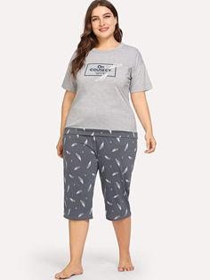 To find out about the Plus Feather & Letter Graphic Pajama Set at SHEIN, part of our latest Plus Size Pajama Sets ready to shop online today! Pop Fashion, Fashion News, Fashion Trends, Fashion Black, Fashion Styles, Vintage Fashion, Pajama Party, Pajama Set, Plus Size Pajamas