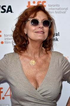 Chesty display: The cross-over neckline flattered the actress' pert bust while her dainty gold chain was sure to draw attention to the area Beautiful Women Over 50, Beautiful Old Woman, Susan Sarandon Hot, Susan Surandon, Thelma Et Louise, Divas, Toronto Film Festival, Elisabeth Moss, Celebrities Then And Now