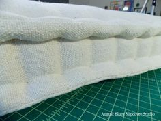 Making your own tufted French mattress is a great way to add an upholstered seat, a mattress for a day bed, or cushions for floor seating and outdoor furniture - all made to fit your projects. Bench Cushions, Floor Cushions, French Mattress Cushion Diy, Diy Mattress, Cushion Tutorial, Pillow Tutorial, Creation Couture, Sewing Pillows, Furniture Upholstery