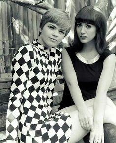 Vintage Dresses mod girls (black dress look) 60s And 70s Fashion, Mod Fashion, White Fashion, Vintage Fashion, Fashion Women, Fashion 2018, Fashion Outfits, Op Art, Filles Punk Rock