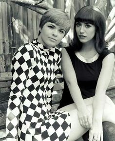 ☆☆☆☆☆ black and white dress on right